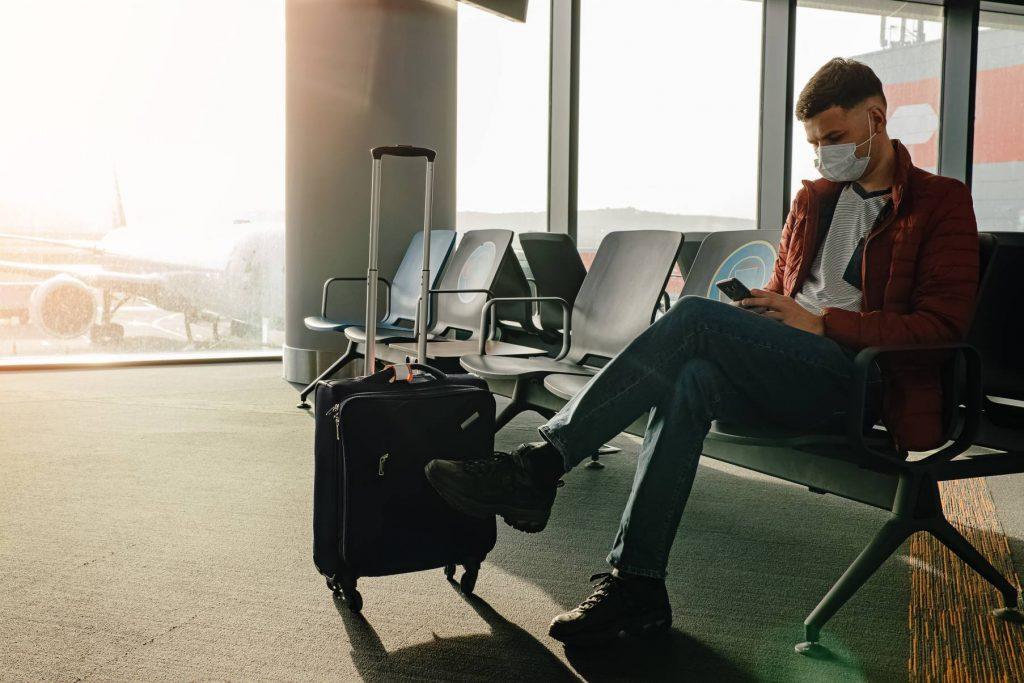 man wearing mask at airport covid 19